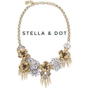 Stella & Dot Georgie Flower Statement necklace
